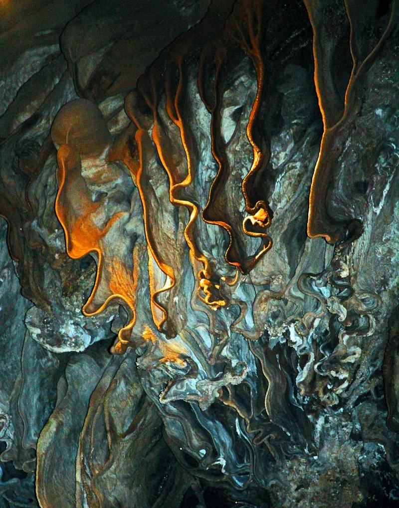 Nature photograhpy of stalacites.