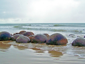 Seascape photography of the Moeraki Boulders in New Zealand.