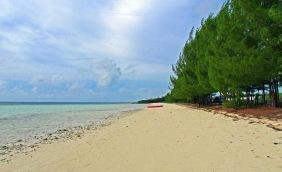 Seascape photography of a Caribbean coastline.