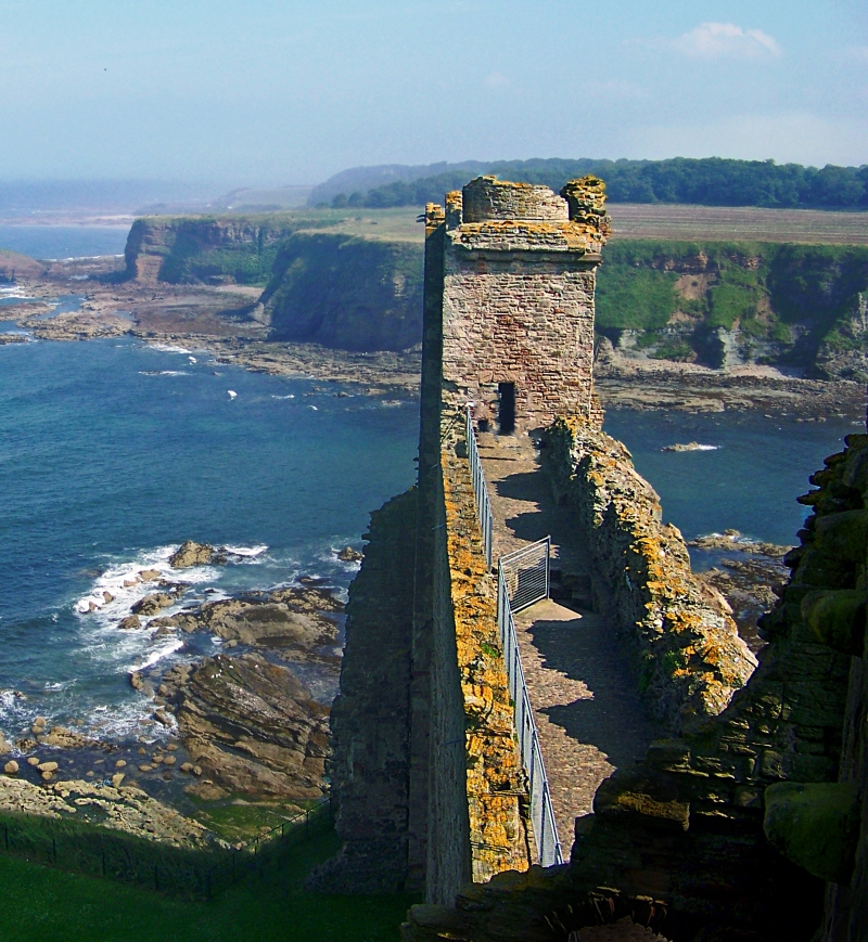 Landscape photography of the coast of Scotland as seen from Tantallon Castle.