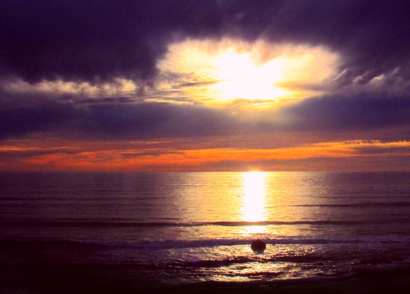 Nature photography of a sunset reflecting in the ocean.